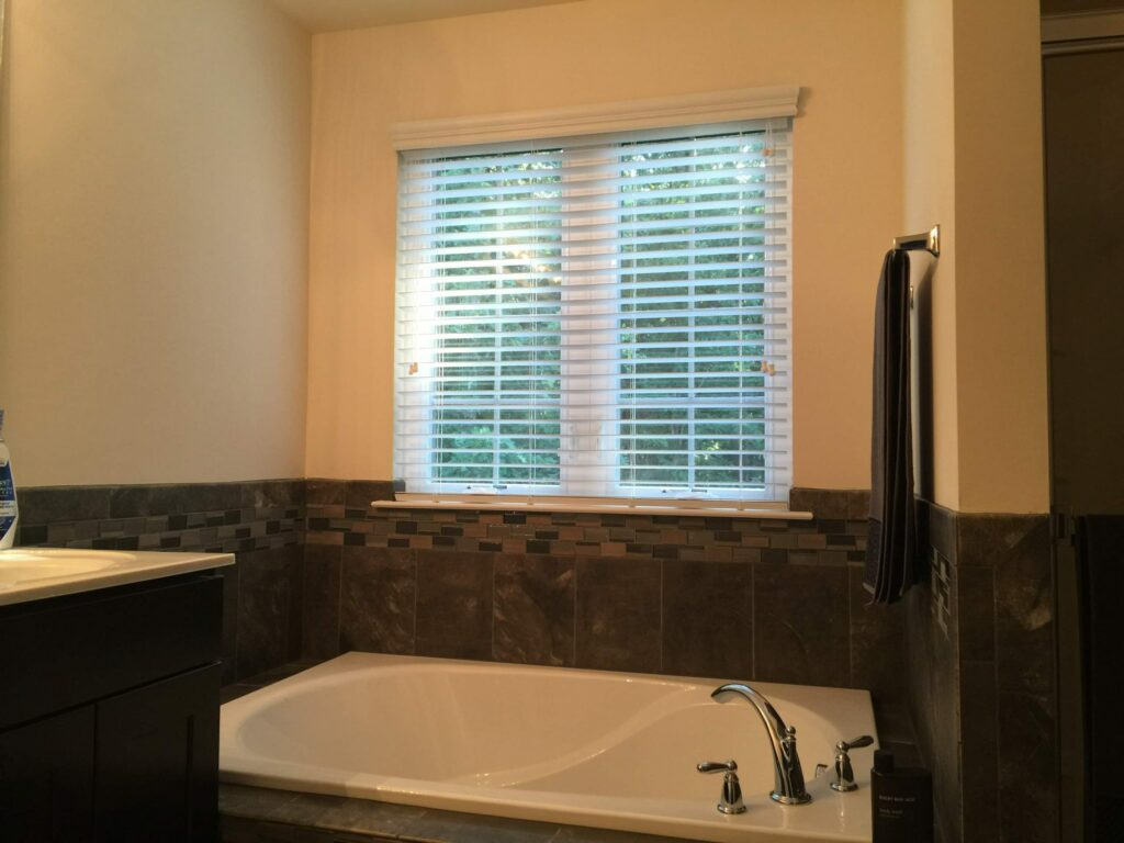 what blinds are best for bathrooms